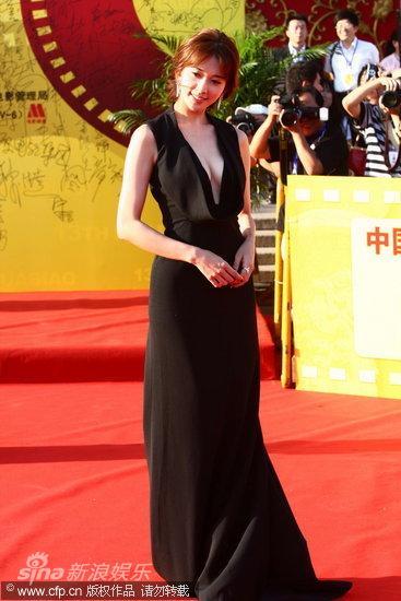 图文:第13届华表奖红毯-林志玲浅笑迷人