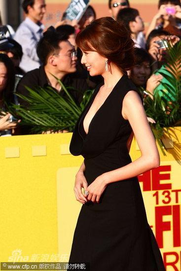 图文:第13届华表奖红毯-林志玲婀娜身姿