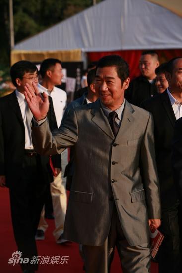 图文:第13届华表奖红毯-张国立帅气套装