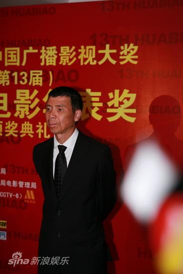 图文:第13届华表颁奖后台-导演冯小刚亮相