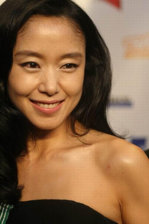 图文:釜山影节法国之夜-全度妍表情可爱