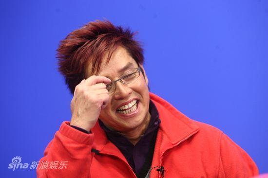 图文:《财神到》主演聊天-谭咏麟止不住笑