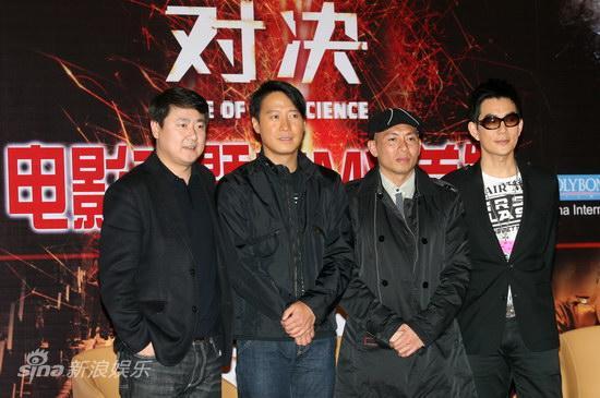 图文:《火龙对决》MV发布-于冬(左)与三主创