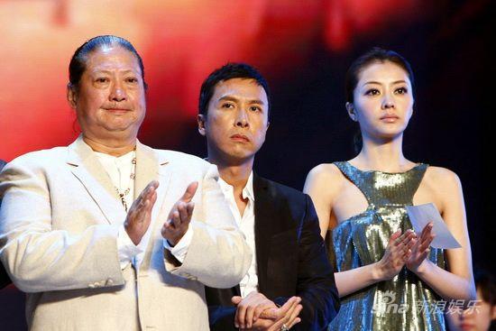 图文:《叶问2》首映庆典-主创鼓掌