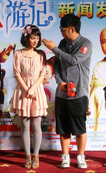 图文:《嘻游记》首映--杜海涛帮吴昕缕头发