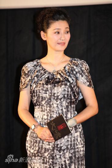 图文:《大地震》台湾首映-徐帆微笑迷人