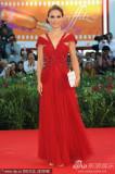 组图:《黑天鹅》主创现身波特曼裹身红裙妩媚