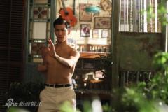 《李小龙》发布复古剧照李治廷习武秀肌肉(图)