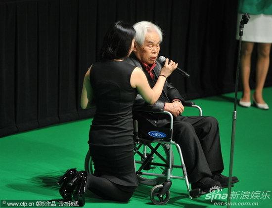 图文:东京电影节颁奖礼-导演新藤兼人发表感言