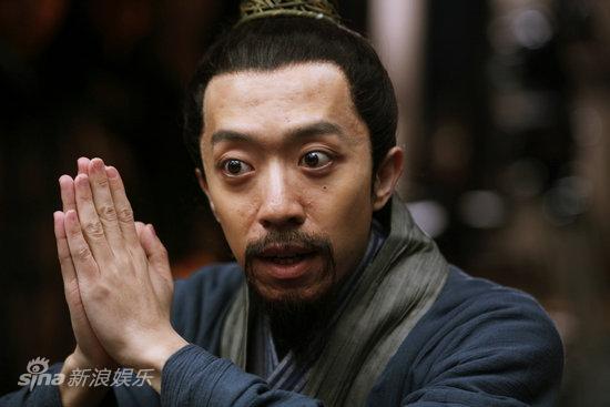 图文:《神奇侠侣》曝剧照-李菁问诊