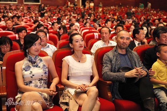 观看_图文:《非常营救》嘉兴首映-众主演观看电影首映式
