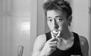 高清图:吕颂贤黑白家居写真 痞子型男的真实生活