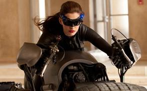 安妮海瑟薇《黑暗骑士》变性感猫女 凹凸有致