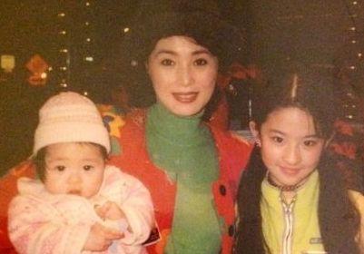 刘亦菲清新童年照