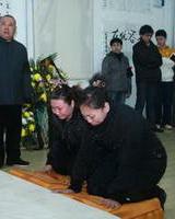 张文顺女儿(右)和郭德纲夫人