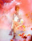 蕾哈娜彩云裹身