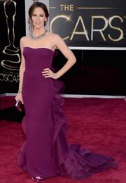 詹妮弗-加纳紫色纱裙