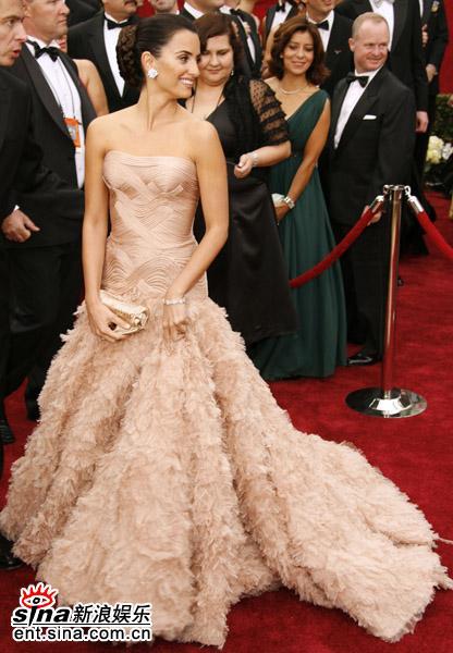 盘点07好莱坞女星红地毯秀--佩内洛普-克鲁兹