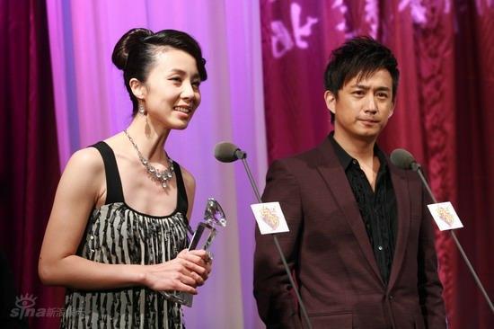 详讯:黄磊夫妇获甜蜜情侣奖当众表白我爱你