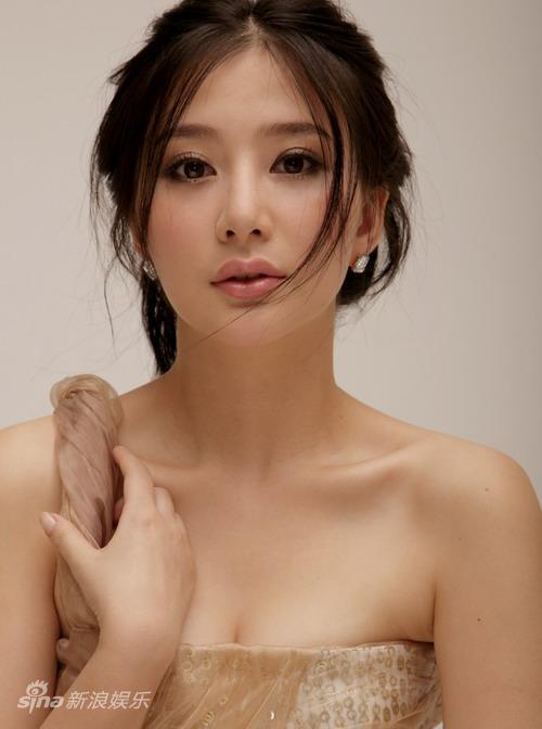 资料图片:华谊双年汇艺人名单-熊乃瑾