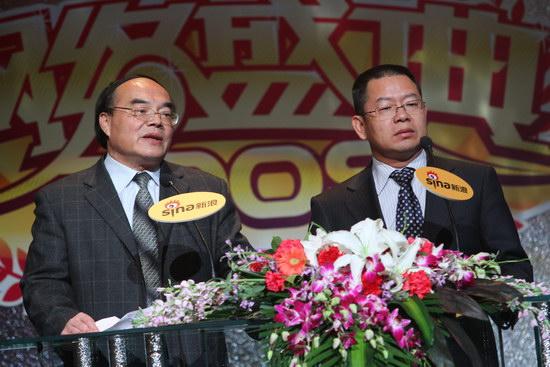 图文:游泳运动中心副主任和美的品牌管理部董小华