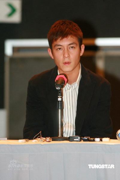 陈冠希向大众致歉宣布退出发布会吸引海外媒体