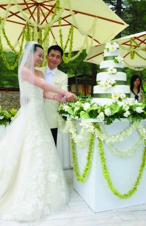 梁朝伟刘嘉玲分分合合20年终于成婚(图)