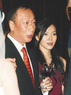 郭台铭强调婚礼不走奢华风不与刘嘉玲攀比(图)