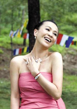 伟仔嘉玲一分钟亲了9次王菲献唱《甜蜜蜜》