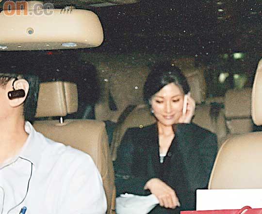 李嘉欣撇下老公约姐姐李嘉明出席晚宴(图)