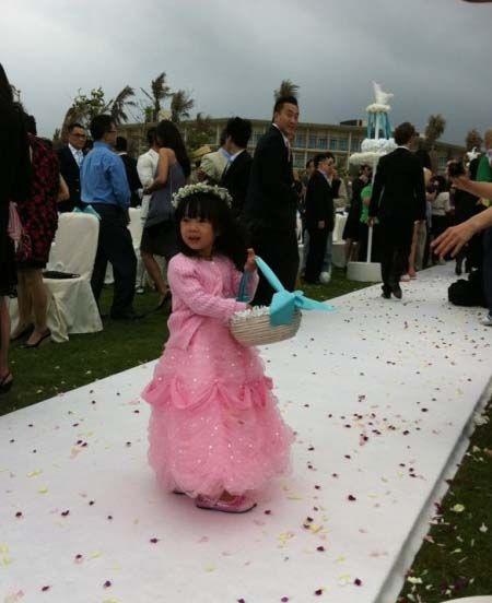 小S女儿担任花童
