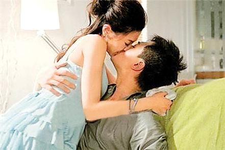 周秀娜和林峰在《完美嫁衣》中有激情吻戏