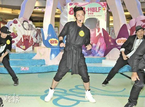 林峰劲歌热舞为月底演唱会作热身。