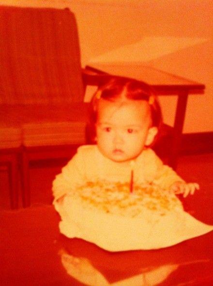 林熙蕾生日晒童年旧照