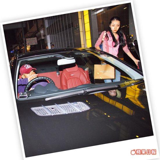 郭富城(左)曾开车去接收工的熊黛林(资料图片)
