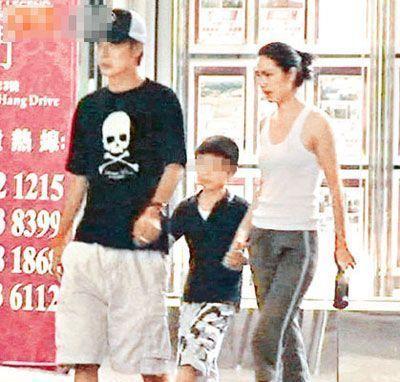 洪欣与张丹峰、儿子(资料图)