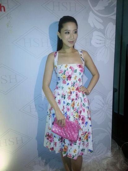 娱乐 总览 > 正文  据香港媒体报道,近日,汪圆圆和表妹湛琪清在香港
