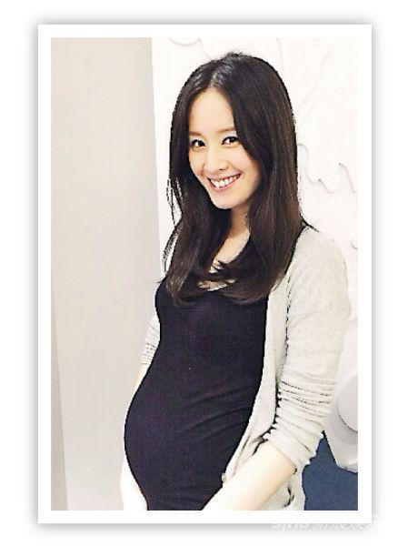 曾恺�t剖腹诞下女儿,她形容是最好的母亲节礼物。