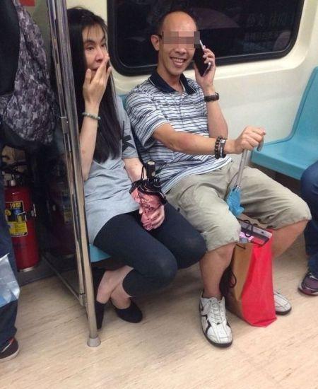 此前网友拍到的疑似王祖贤