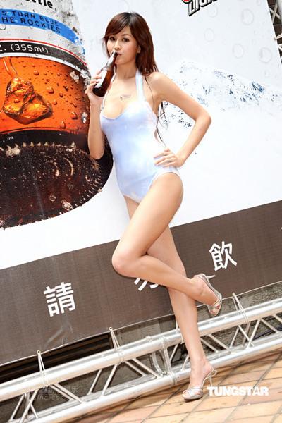 组图:林苇茹比基尼代言啤酒变色泳装引人侧目