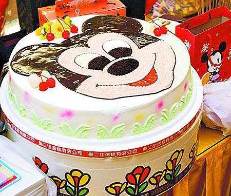 粉丝送的许玮伦最爱米老鼠图案蛋糕