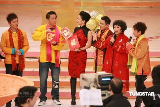 组图:邵逸夫带无线众艺人新春拜年