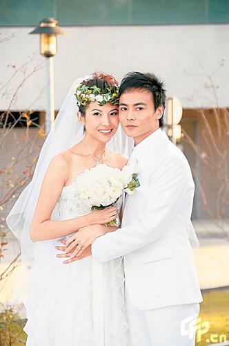 蔡少芬自曝闺房摔跤乐结婚一年很享受(组图)