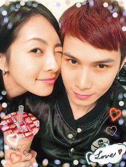 小马(右)息影后娶叶翎涵为妻,却因他外遇,一切成憾事。(翻摄自facebook)