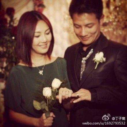 杨千�枚∽痈�2009年8月11日注册结婚