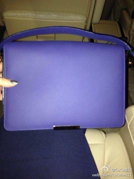李玟获赠小贝老婆维多利亚品牌包包
