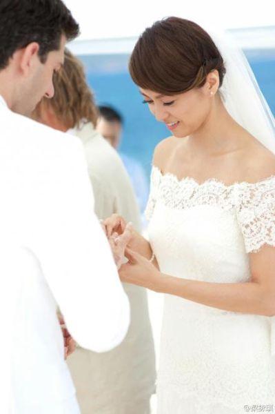梁咏琪纪念结婚两周年