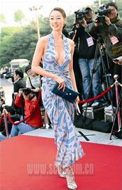 韩国百想艺术大赏颁奖当红女星红毯争奇斗艳