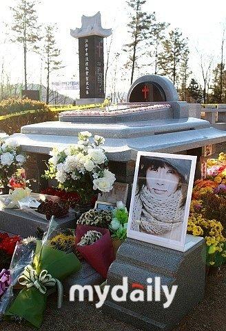韩国警方逮捕破坏崔真实墓地嫌犯找回骨灰