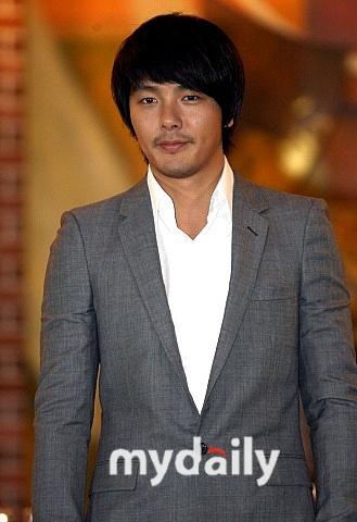 韩国艺人朴龙河30日凌晨自杀身亡年仅33岁